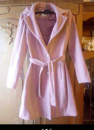 Пальто нежно—розового цвета