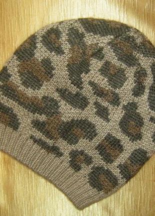 Модная молодежная шапка гладкой вязки с жаккардовым принтом6