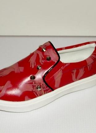 Отличные модные слипоны, кеды, мокасины красные