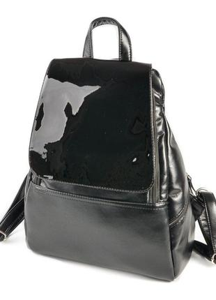 Черный женский городской вместительный рюкзак с лаковым клапаном