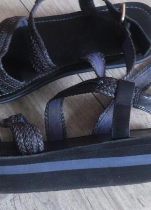Оригинальные кожаные босоножки mexx