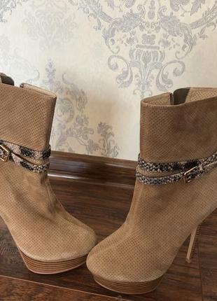 Новые кофейные ботинки