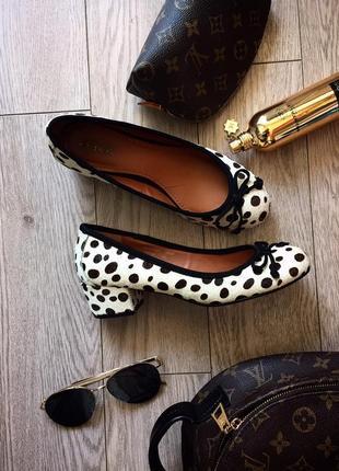 Милые туфельки с мехом пони