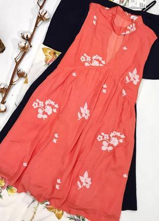 Платье из натуральной ткани с вышивкой