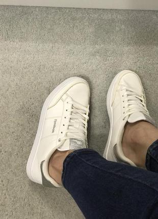 Белые кожаные кеды на шнуровке reebok