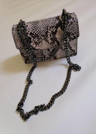 Кожаная очень стильная сумка италия