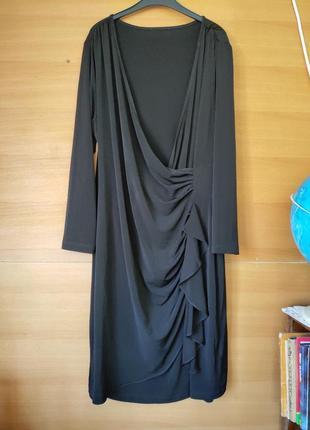 Чёрное трикртажное платье на запах с баской