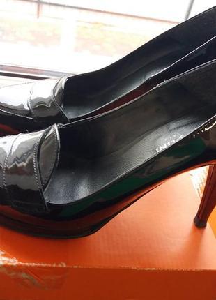 Стиьні стильние туфли туфлі мешти carlo pazolino італія
