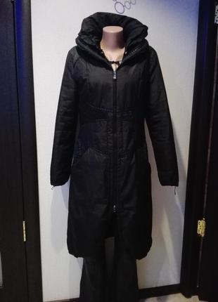Пальто-плащ длинное деми на тонком утеплителе слегка приталенное