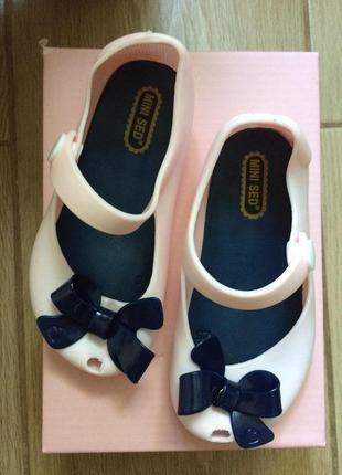 Новые резиновые туфельки