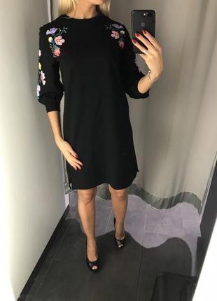 Чёрное платье свободного кроя с цветами. amisu. размеры хс и с.