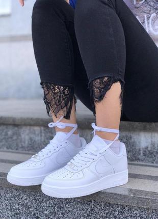 Шикарные кроссовки nike в белом цвете из кожи