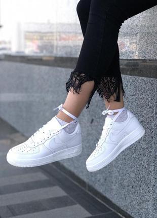 Шикарные кроссовки nike в белом цвете из кожи4 фото