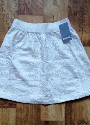 Белая юбка свободного кроя