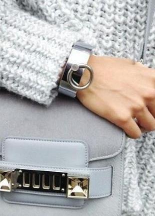 Массивные браслет на руку серебристого цвета