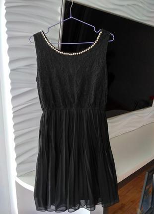 Маленькое чёрное платье с жемчужинами