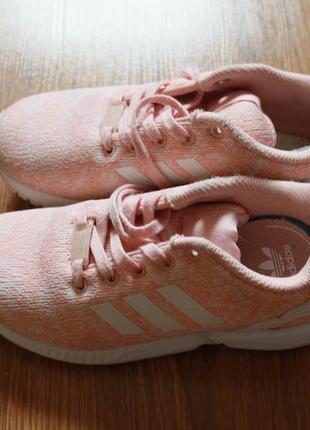 Яркие детские кроссовки adidas