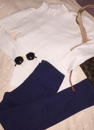 Синие джинсы с молнией на попе
