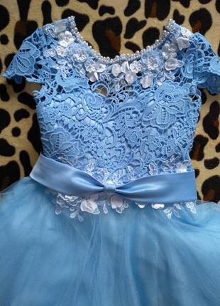Нарядное кружевное выпускное платье для девочки