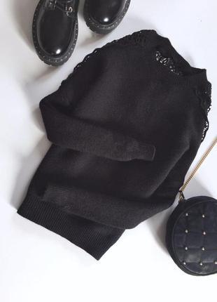 Актуальная вязаная кофта свитер с кружевом