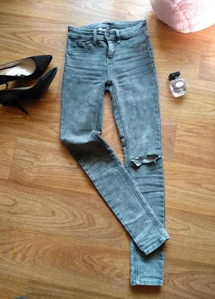Классические джинсы скини с завышенной талией, зауженные к низу, серо черный цвет, пепел