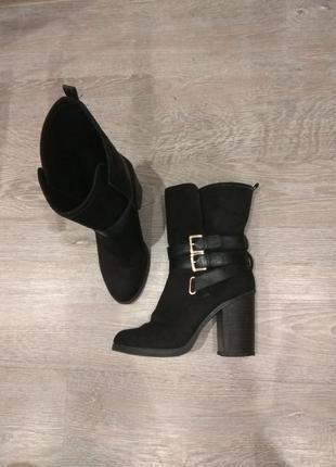 Ботинки,полусапожки широкий каблук5 фото