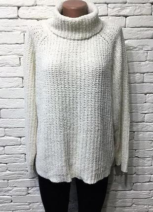 Белый объёмный свитер