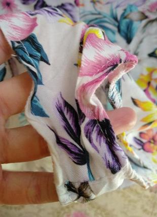 Яркие шорты спереди на запах5 фото