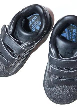 Adidas. кроссовки из качественного кожзаменителя. 20-  ка. 13 см.стелька.
