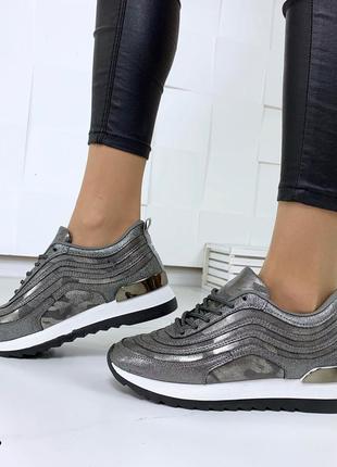 Стильные кроссовки в лазерном напылении8 фото