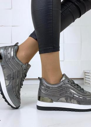 Стильные кроссовки в лазерном напылении7 фото