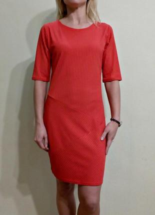 Яркое платье по фигуре