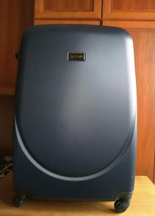 Пластиковый дорожный чемодан  б/у  (большой)