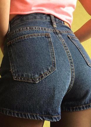 Джинсовые шорты с разрезами