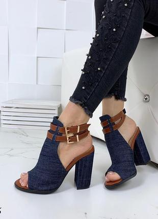 Стильные джинсовые босоножки с ремешками1 фото