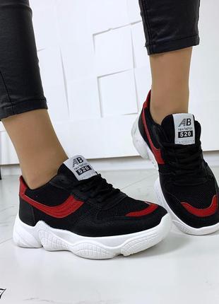 Стильные черно-красные кроссовки на фигурной подошве3 фото