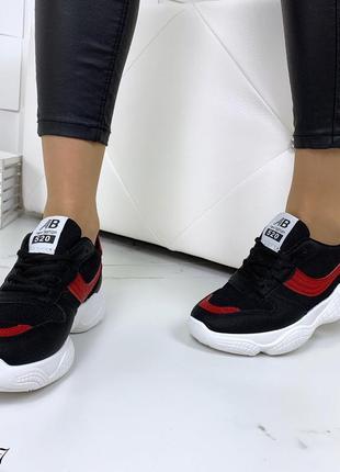 Стильные черно-красные кроссовки на фигурной подошве5 фото