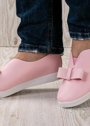 Женские стильные розовые мокасины