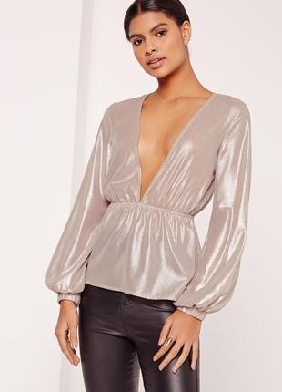 Шикарная нарядная серебристая блуза с глубоким вырезом