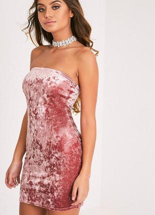 Коктейльное бархатное пудровое платье- бандо