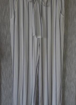 Белые в серую полоску широкие  брюки/ палаццо из вискозы с завязкой на поясе