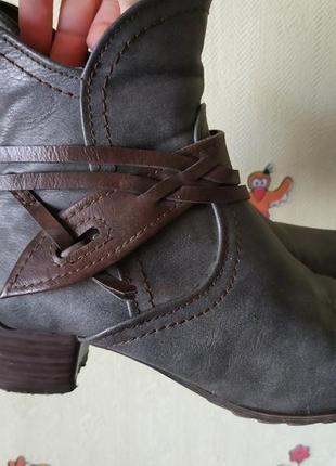 Стильные ботинки-козаки