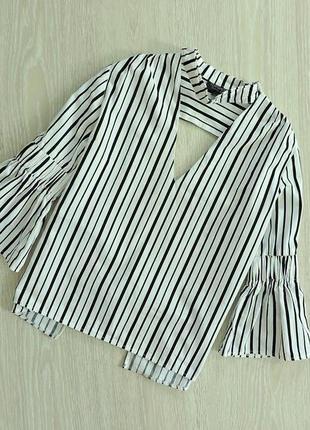 Блуза в полоску с чокером и открытой спинкой