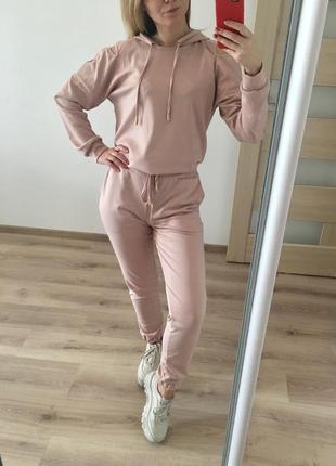 Модный спортивный костюм с капюшоном