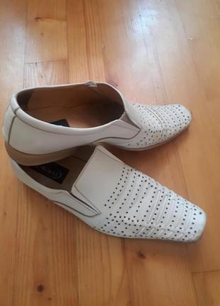 Туфли с перфорацией.