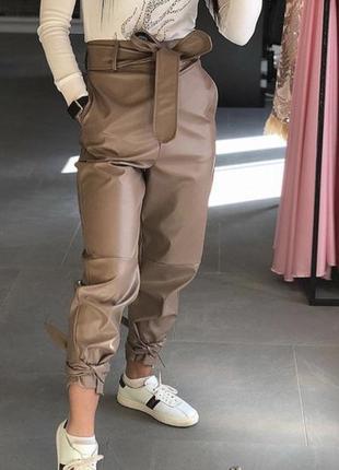Модные брюки бежевые