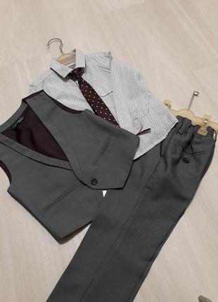 Стилёвый фирменный костюм 3-ка мальчику на 2-3 лет(98см) фирмы next.