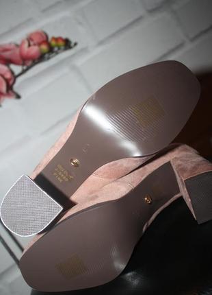 Брутальные босоножки на широком каблуке5 фото