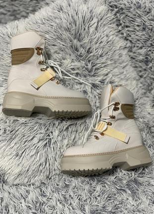 Крутые трендовые ботинки грубые на платформе