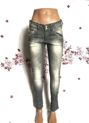 Стильные выцветшие джинсы деним скинни 1+1=3 🎁